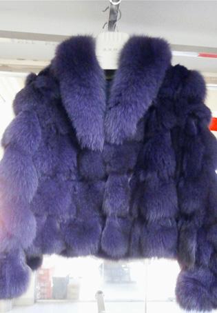 漂亮的毛皮衣