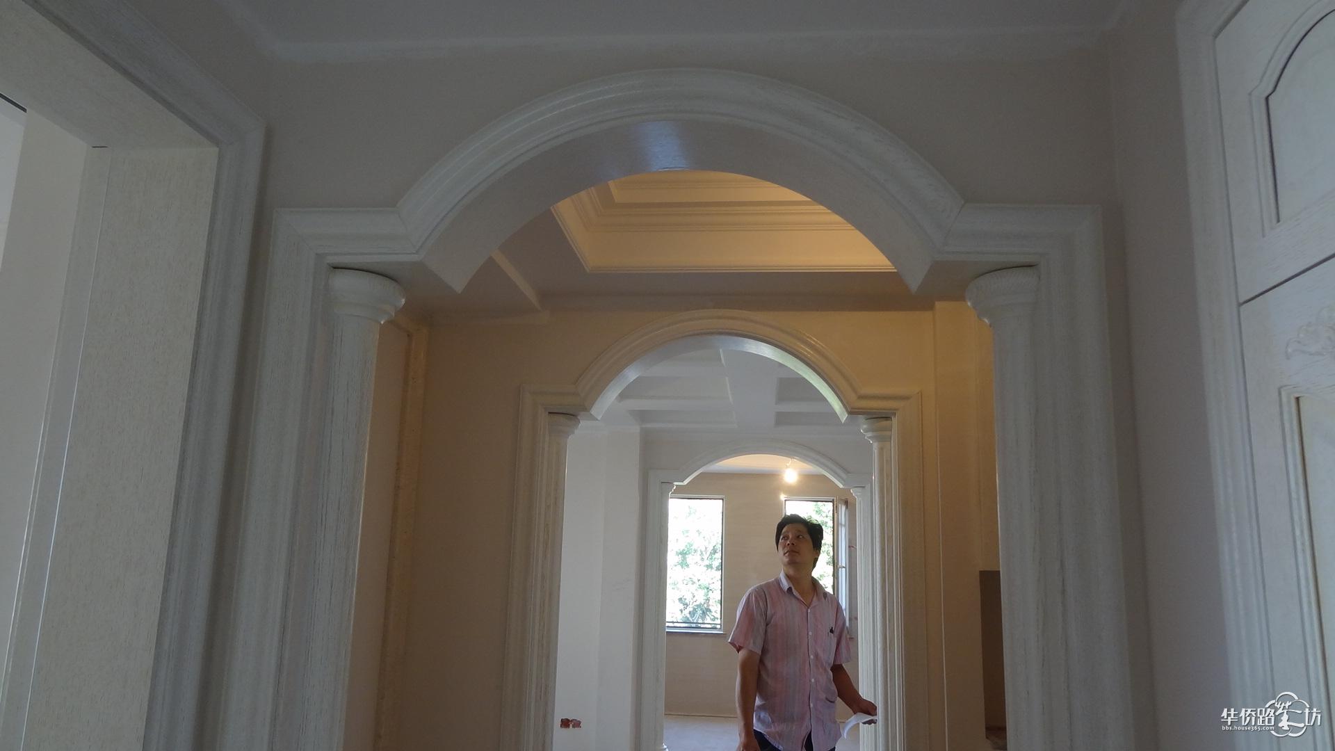 木门店面欧式罗马柱装修效果图