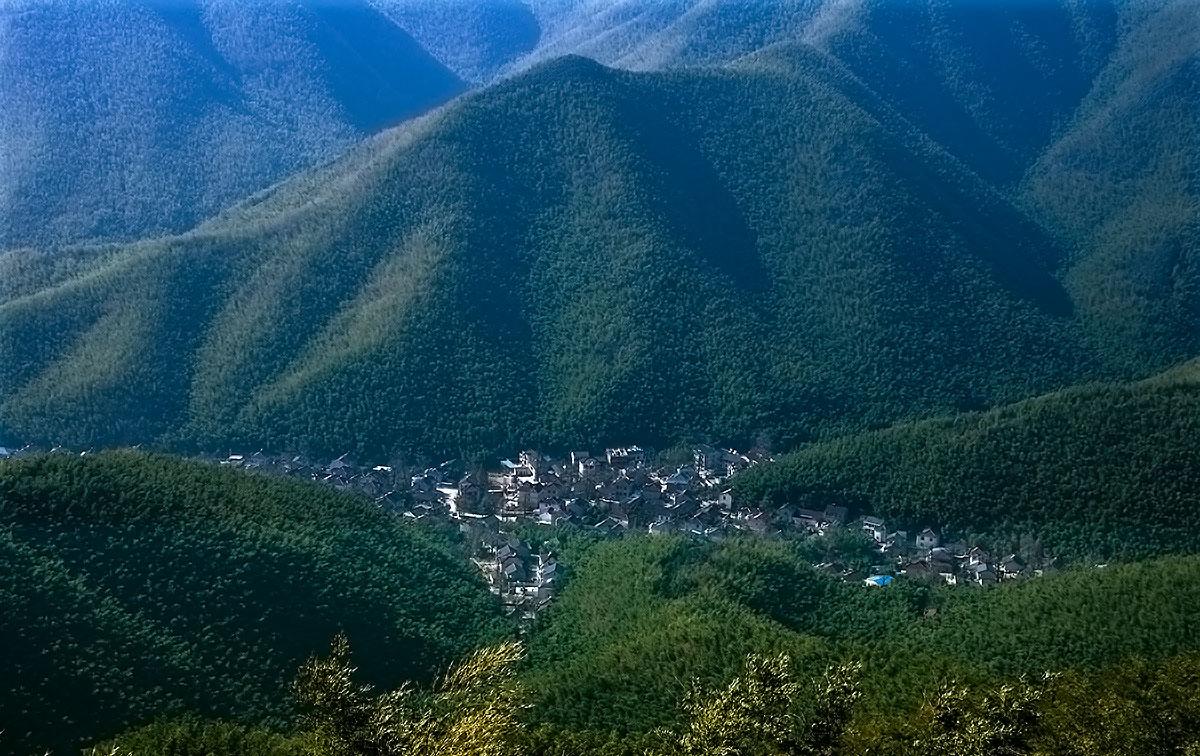 宜兴竹海风景区位于江苏省宜兴市区西南31公里的湖父镇境内,是