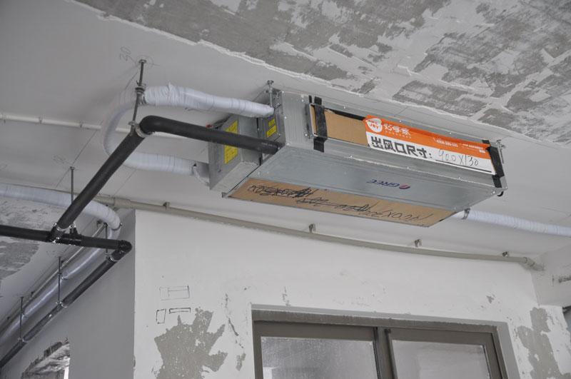 中央空调设计施工图如下:   客餐厅采用两台格力一拖一风管机