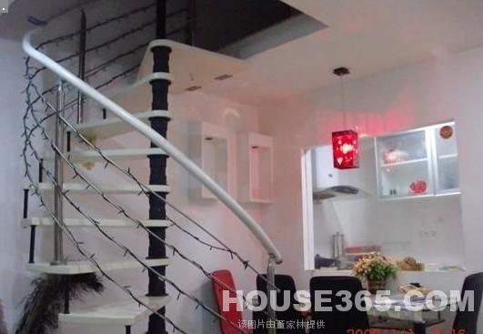 两房一厅楼梯设计