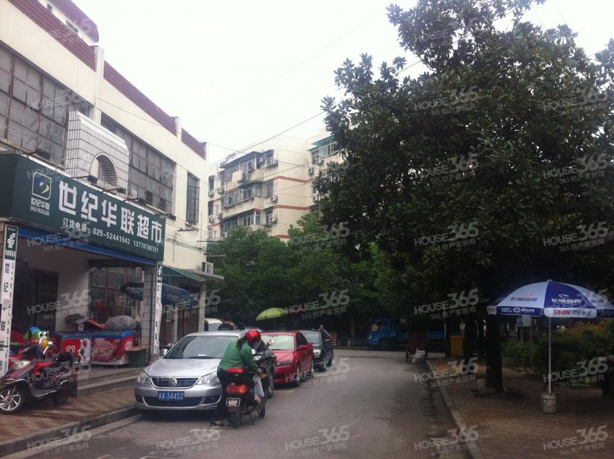 邓府山村3室1厅1卫54.65平米简装产权房2000年建