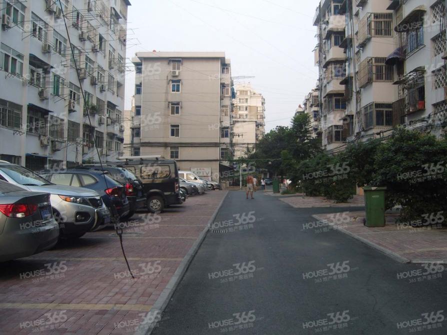 金江苑主卧出租,房源真实可靠,市三院对面,交通医疗完善,速租
