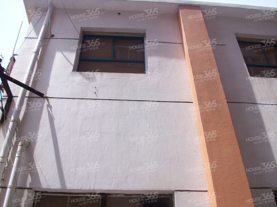 晨光新苑3室2厅1卫110平方产权房简装