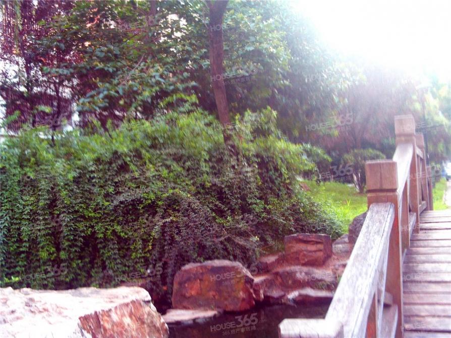 大学城 翡翠湖旁 学林雅苑 地铁口旁 南北通透 无税 三房