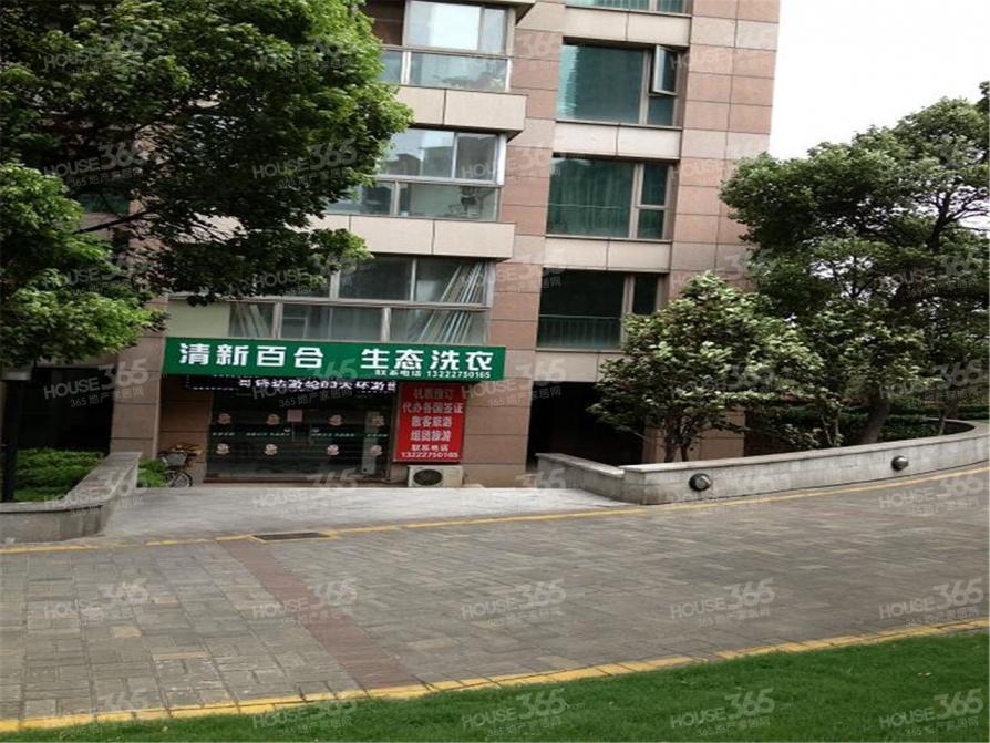 世茂滨江新城3室2厅2卫180.61平米2008年产权房精装