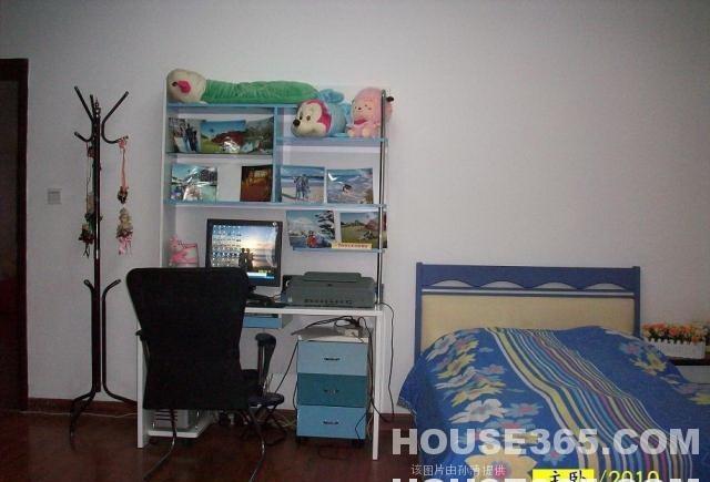2009南林大的宿舍是不是大一9人一间,以后4人一间啊