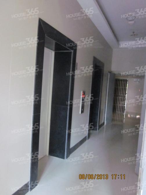 东郊小镇2室1厅1卫45平米精装产权房2010年建