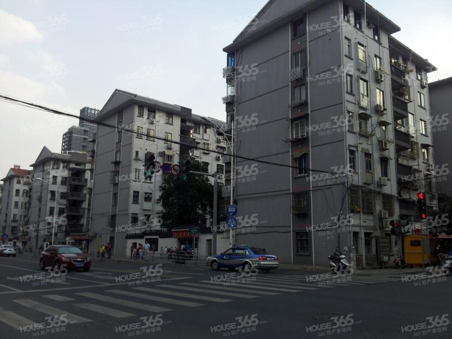 扬名新村2室1厅1卫64平米整租精装