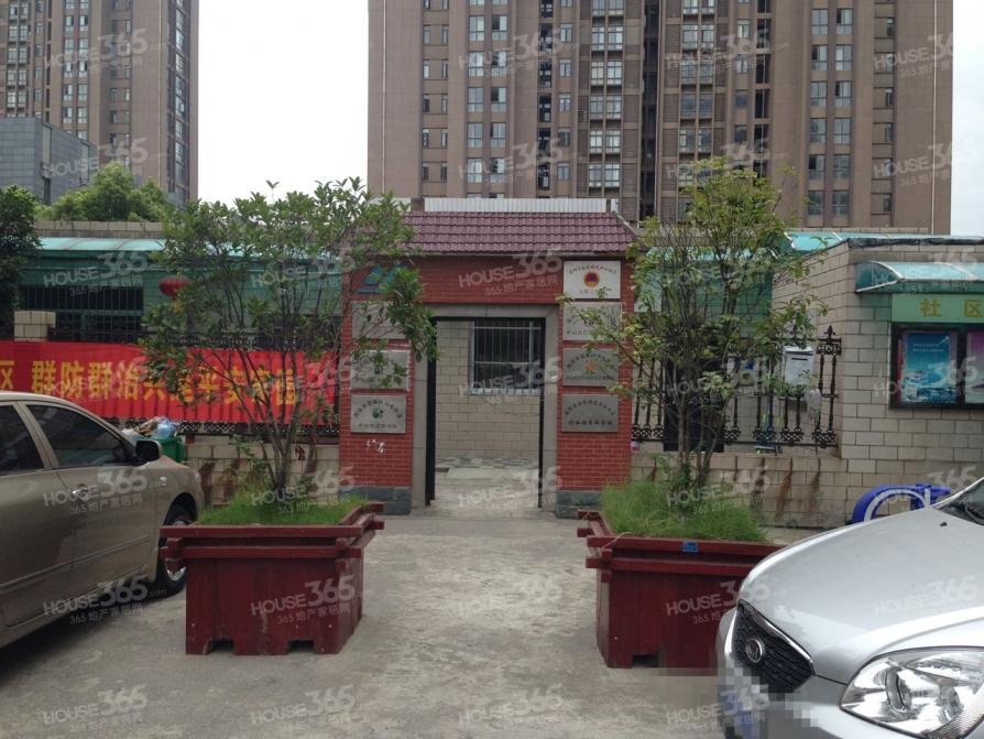 兴隆新寓2室2厅1卫76.2平方产权房简装