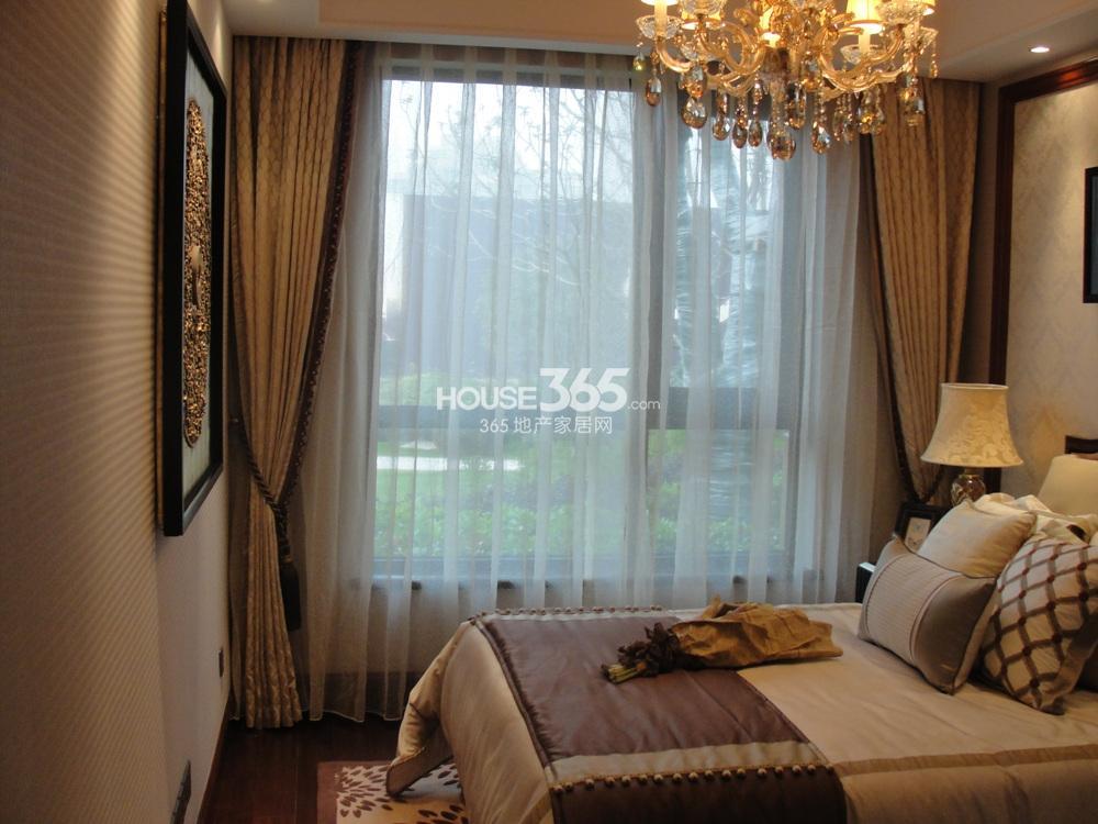 次卧小窗窗帘欧式效果图
