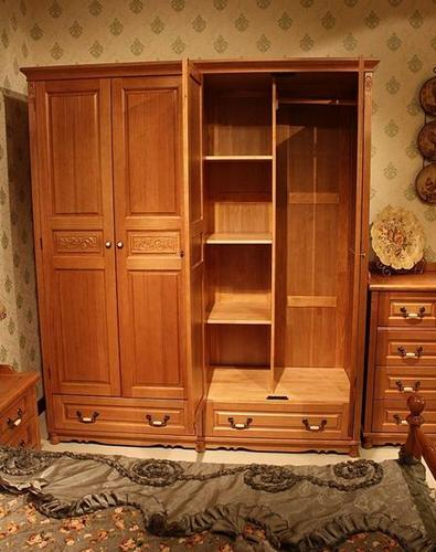 衣柜门效果图:暖色调美式风格