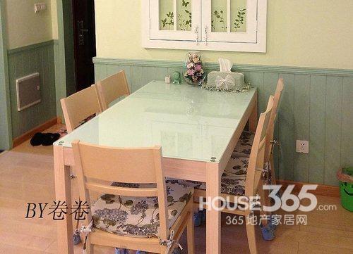 田园风格装修图片:餐厅效果图,简单的木质餐桌椅搭配清爽的坐垫-