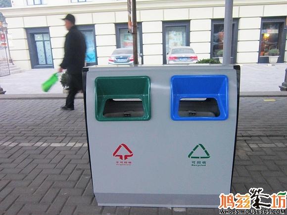 【城市播报员】新式垃圾桶亮相镜湖区主干道【内容