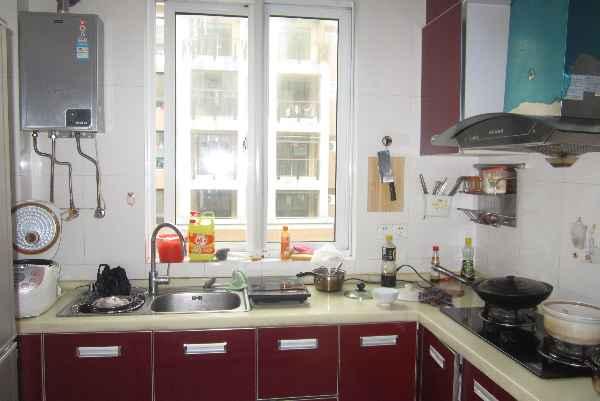 厨房中岛有水管