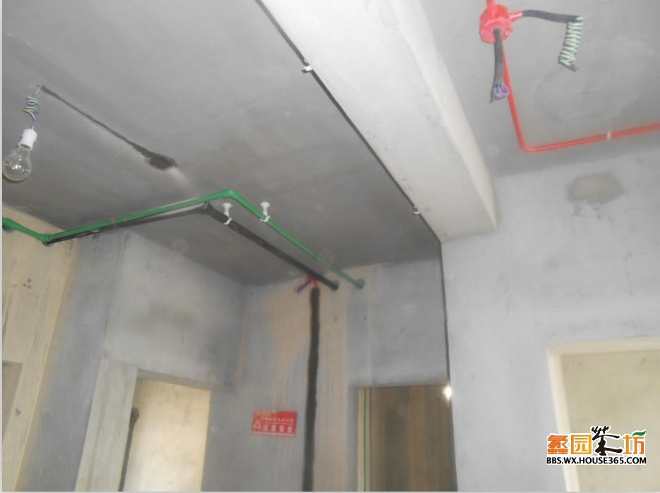 客厅及玄关顶部水管电线布线